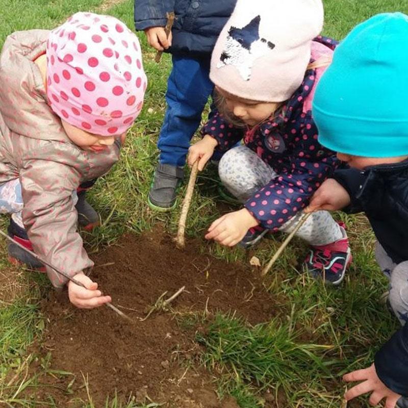 Otroci in zemlja